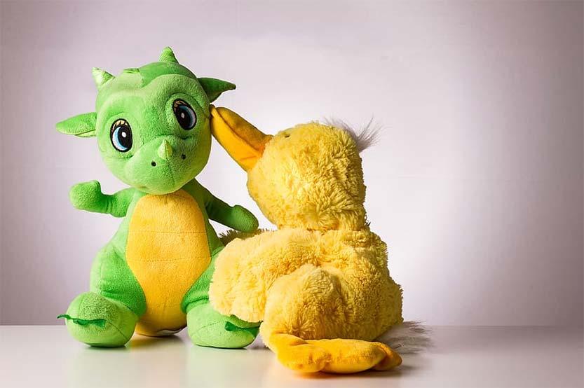 Un baúl con 4 cuentos de dinosaurios para niños